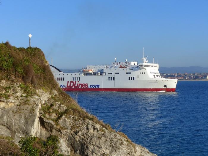 """Recibimos al barco de 186m de eslora y 7.000 toneladas  """"Norman Asturias"""" en nuestro puerto."""